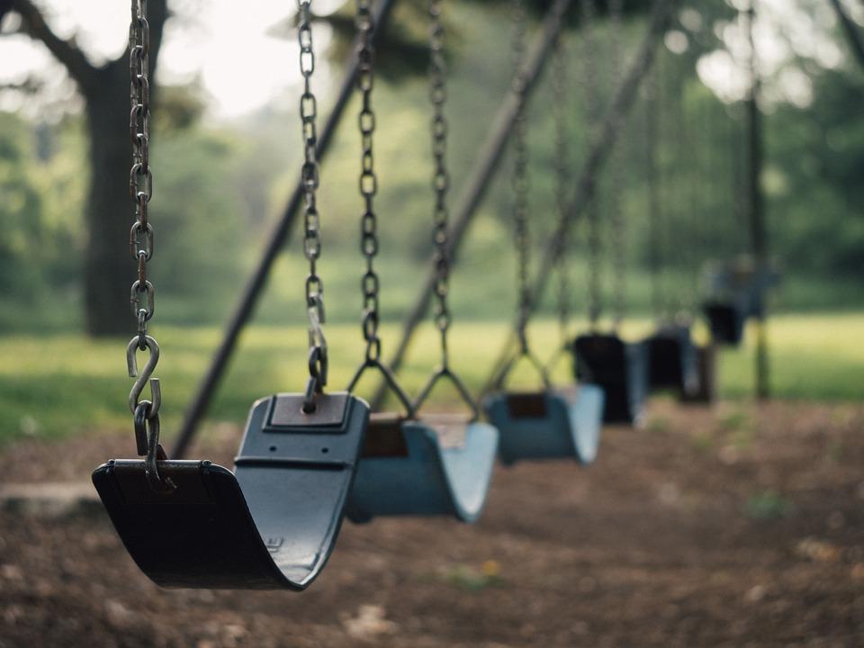 Proč je závěsná houpačka mezi dětmi tak oblíbená