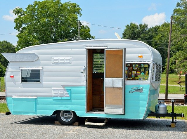 karavan v kempu