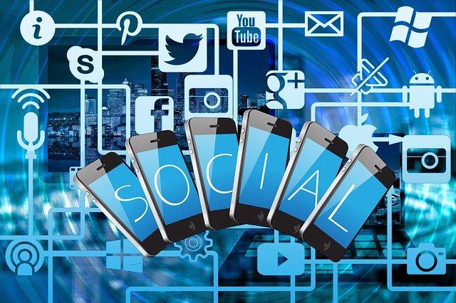 V zajetí internetu a sociálních sítí