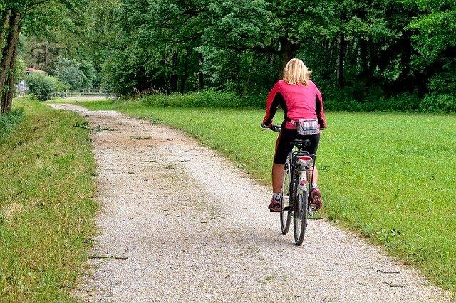 blondýna na kole.jpg